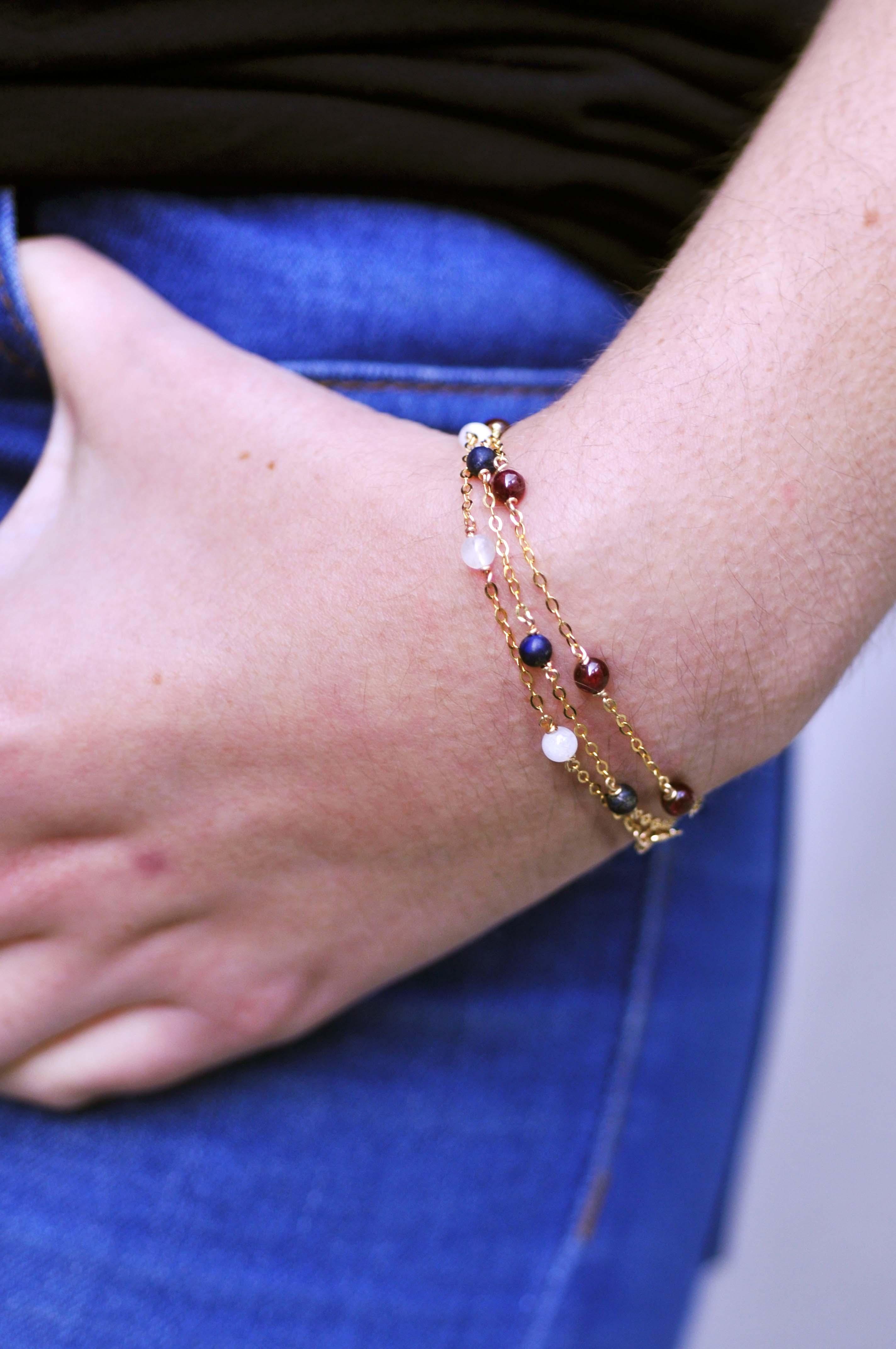 Marie Gonon bijoux création Saint-Etienne Loire - bracelets en gold filled et différentes perles en pierres semi-précieuses
